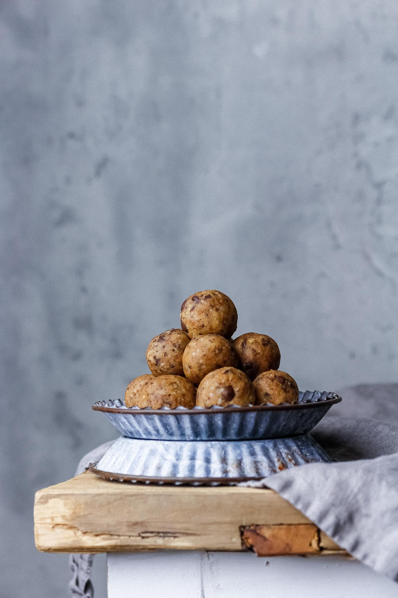 Cookie dough bollar
