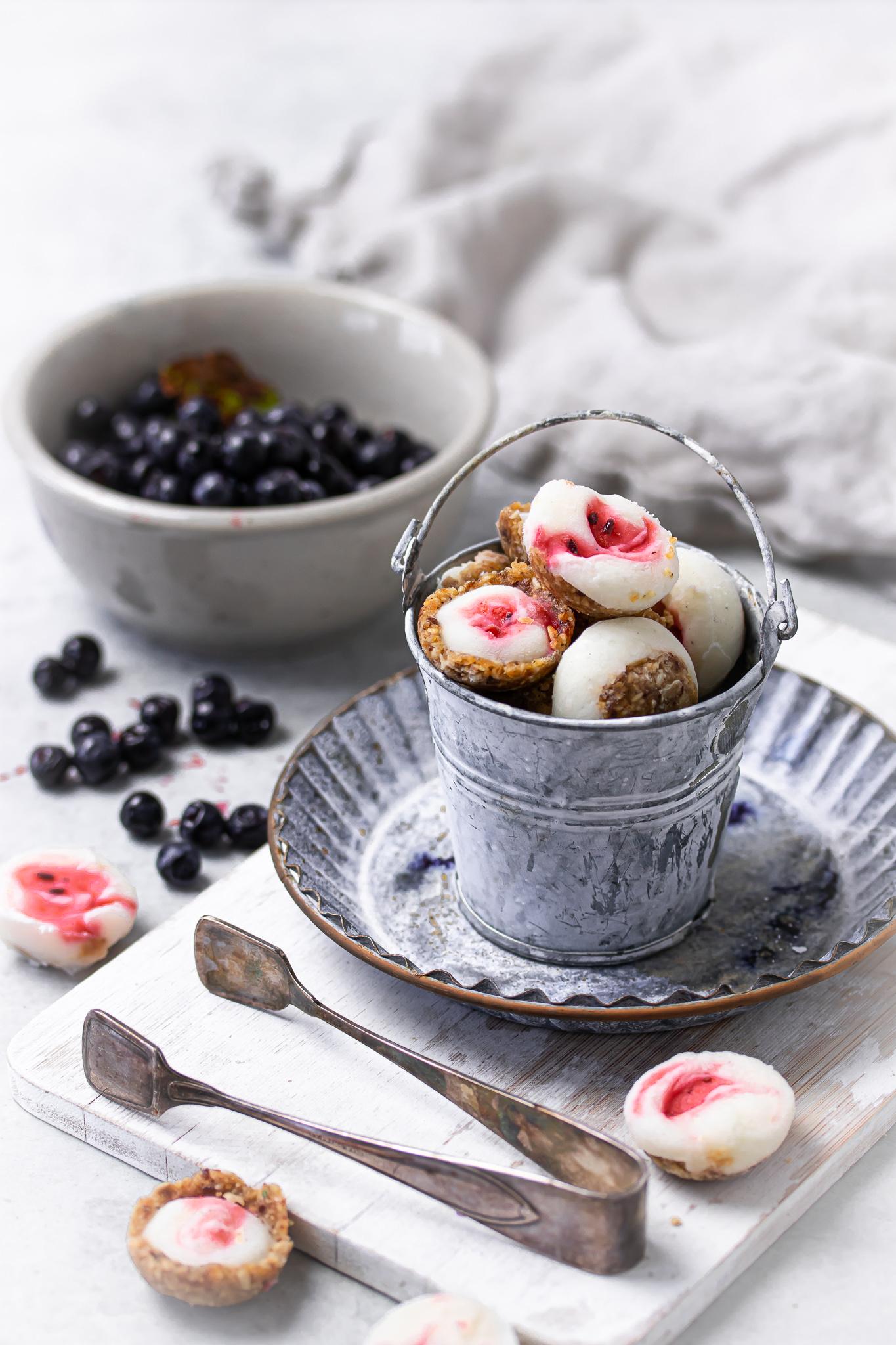 Frozen yoghurt cup